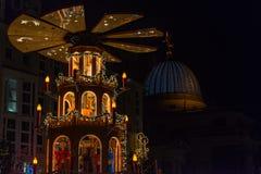 Julpyramid i Dresden Arkivfoto