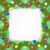 Julramen av granfilialen dekorerade bollar och snöflingor Arkivbild