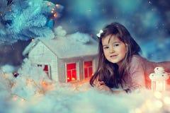 Julsaga med en flicka Arkivbilder