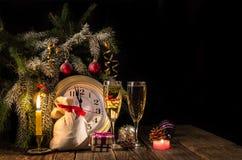 Julsaga - stearinljus och gåvor Royaltyfri Fotografi