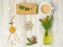 Julsamling av träjulleksaker i form av A.C. royaltyfria foton