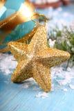 Julsammansättning med den guld- stjärnan Royaltyfria Bilder