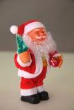 Julsammansättning med gåvaasken och garneringar arkivbilder