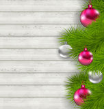 Julsammansättning med hängande bollar för exponeringsglas och granris Royaltyfri Fotografi