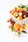 Julsammansättning med tangerin Arkivfoto