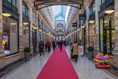 Julshopping i Haag, Nederländerna royaltyfri bild