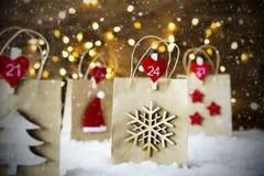 Julshoppingpåse, snöflingor, Santa Hat Arkivbilder