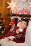 julskogen knurled morgon som snöig trails övervintrar wide teatime Arkivfoto