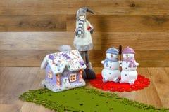 Julsnögubbegarnering arkivbild