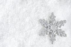 JulSnowflake på Snow arkivfoto