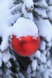 Julsnöprydnad utomhus Fotografering för Bildbyråer