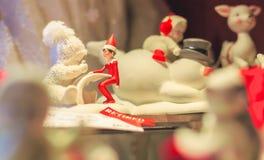 Julstatyetter visade för ferierna arkivfoto