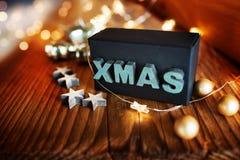 Julstilleben med överraskninggåvan arkivbild