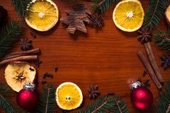 Julstilleben med frukt och kryddor Arkivfoton