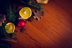 Julstilleben med frukt och kryddor Arkivbilder