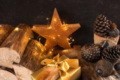 Julstilleben med gåvajordlotten royaltyfria foton