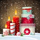 Julstilleben med stearinljus och gåvaaskar stock illustrationer