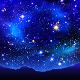 Julstjärna i natthimlen Arkivbild