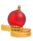 Julstruntsak med det lockiga guld- bandet Arkivbilder