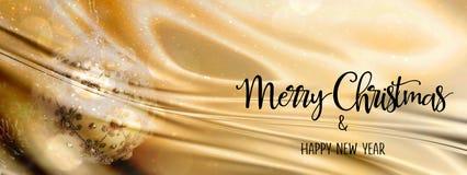 Julstruntsak på en abstrakt bakgrund för guld och för silver med siden- tyg panorama- Royaltyfria Bilder