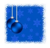 Julstruntsaker i djupfryst ram med snöflingor på blått Royaltyfria Bilder