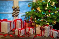Julstuga mycket av gåvor Royaltyfri Foto