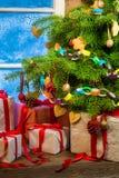 Julstuga mycket av gåvor Royaltyfri Fotografi