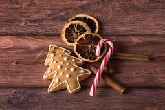 Julsymboler på trä Arkivfoton