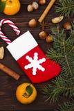 Julsymboler - strumpa, gran-träd, tangerin, godisrotting, Fotografering för Bildbyråer