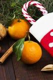 Julsymboler - strumpa, gran-träd, tangerin, godisrotting, Royaltyfria Foton