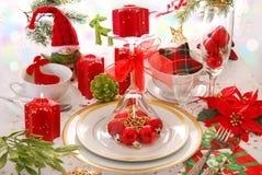 Jultabellgarnering med röda stearinljus royaltyfria bilder