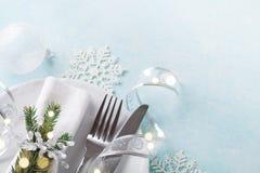 Jultabellinställning för feriematställe Bokeh verkställer Kopieringsutrymme för meny royaltyfria foton
