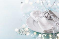 Jultabellinställning för feriematställe Bokeh verkställer Tomt utrymme för meny royaltyfria bilder