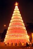 Gigantisk julgran på natten Royaltyfri Bild