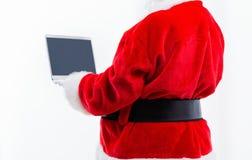 Jultomten genom att använda en bärbar dator royaltyfri fotografi