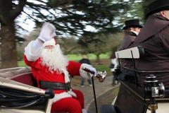Jultomten i en vagn Arkivbilder