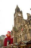Jultomten kommer till staden Royaltyfria Bilder
