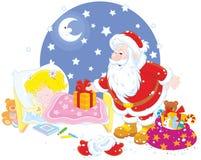 Jultomten med gåvor för ett barn Arkivfoto