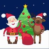 Jultomten och hjortar nära julgranen Arkivbilder