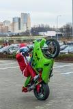 Jultomten på motorcycls arkivbilder