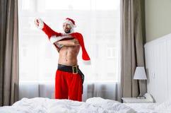 Jultomten som får klar för jul Fotografering för Bildbyråer