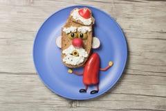 Jultomten som göras som smörgåsen på träbakgrund Royaltyfri Foto