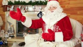 Jultomten som hälsar besökare, gästfria Santa Claus, helgonet nicolas, välkomnar ungar för att besöka honom lager videofilmer