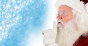 Jultomten som hyssjar tystnad och snöflingajulmodell och tomt utrymme Royaltyfri Foto
