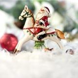 Jultomten som rider en häst Royaltyfria Foton