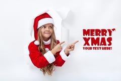 Jultomtenflicka som pekar för att kopiera utrymme Royaltyfria Foton