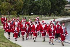 Jultomtengyckel kör Canberra på söndag 1 December 2013 Arkivbild
