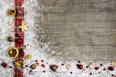 Julträbakgrund, advertizingbräde eller ram med ett r fotografering för bildbyråer