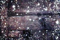 Julträbakgrund med snöflingor tät textur för brown upp trä vektor illustrationer