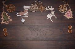 Julträleksakgarneringar på trä Fotografering för Bildbyråer